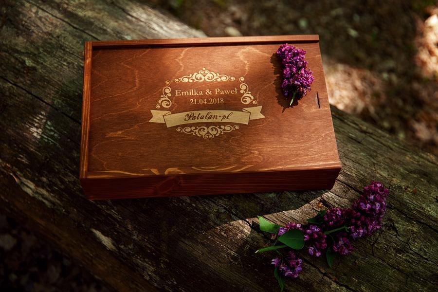 pudełko drewniane, drewniane skrzynki na zdjęcia, skrzynka drewniana ślubna, grawer na pudełkach, 15x23cm pudełka dla fotografów, album ślubny, fotoalbum ślubny, decoupage, dekoracje ślubne, DIY, drewniane pudełko, ekoskóra, weddingbox, fotografia ślubna, wedding decor, fotograf łomża