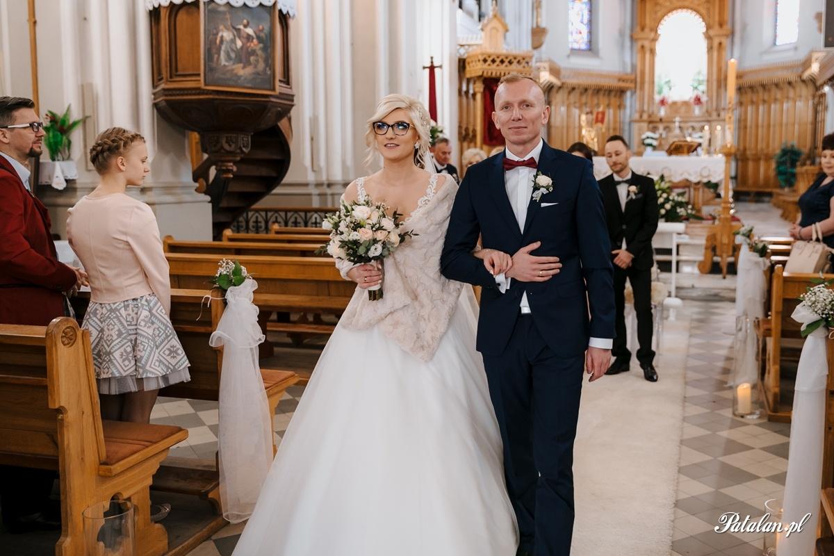 kościół śniadowo, ślub sniadowo, ceremonia ślubna śniadowo, fotograf ślubny zambrów, fotograf zambrow, fotografia slubna lomza 048